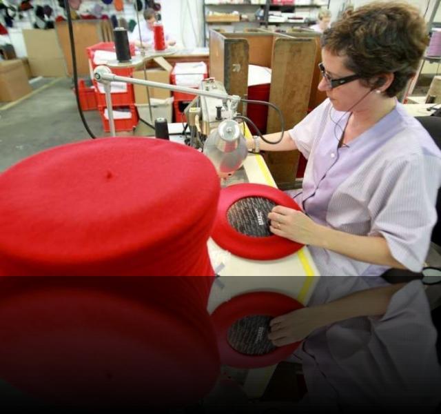 fabrique de bérets à Laas